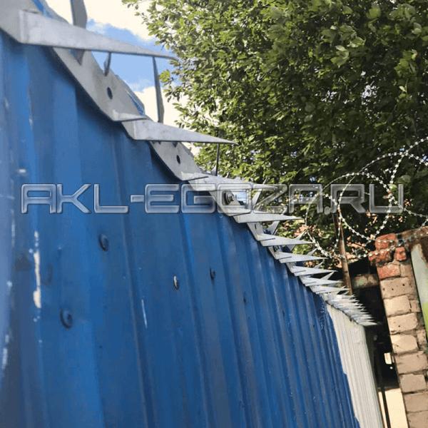 шипы на воротах - надежное средство от перелезания